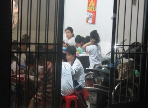 Người dân phát hiện điểm dạy thêm 'chui' dành cho học sinh tiểu học ở quận 12