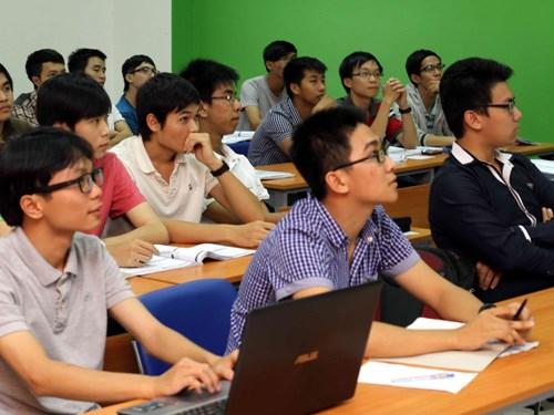 Dạy tiếng Anh nhưng nói tiếng Việt nhiều hơn
