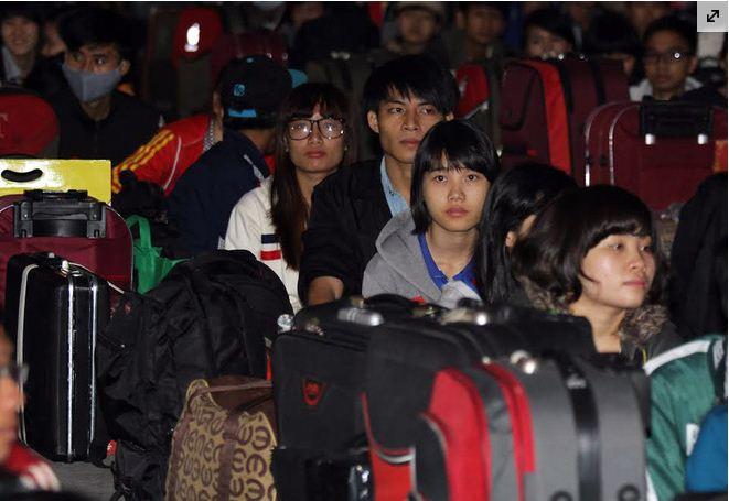 Sinh viên nghèo về quê đón Tết
