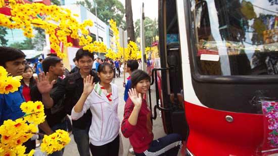 Tặng 2.600 vé xe miễn phí cho sinh viên khó khăn về quê đón Tết